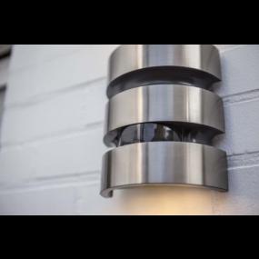 Lutec Maya - buiten wandlamp met sensor - 15 x 7 x 17 cm - 15W LED incl. - IP44 - roestvrij staal